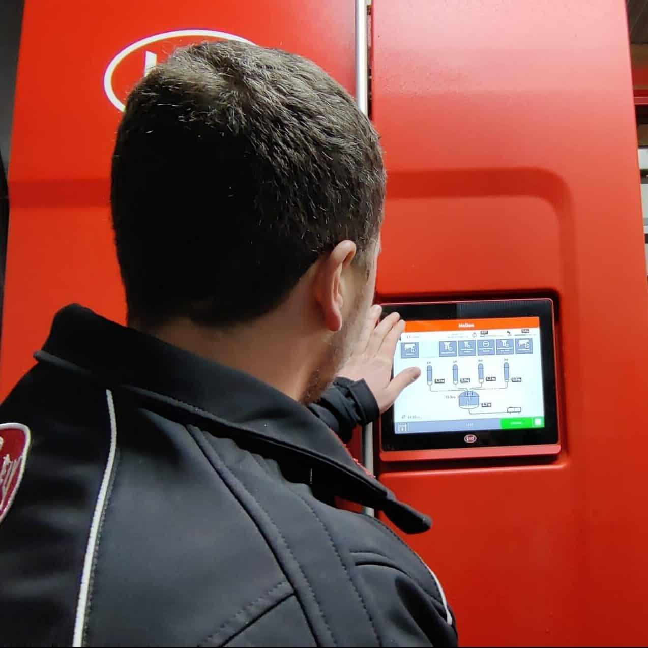 Markus Gruber steuert seinen Milchviehbetrieb vollautomatisch