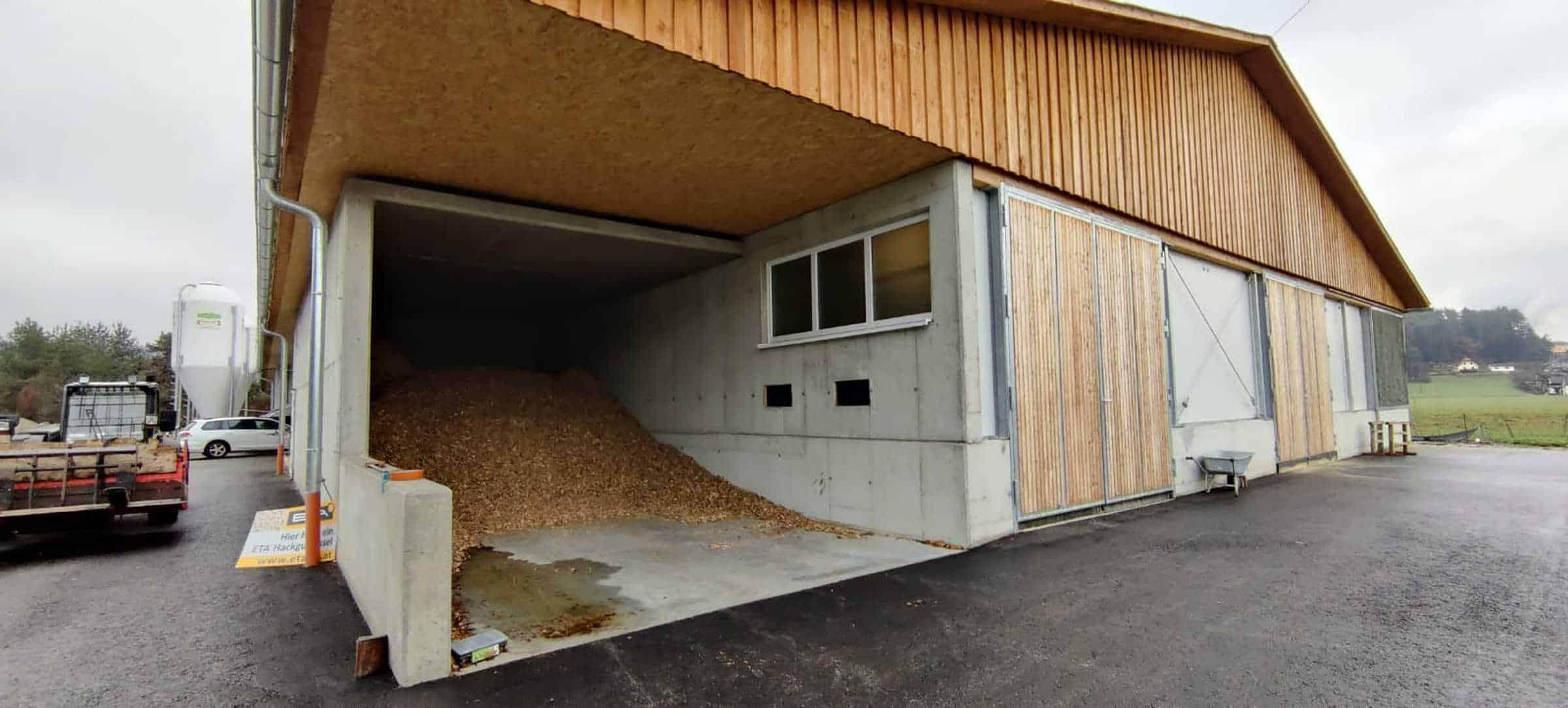 Foto - B2P022 Florian Eberhard - Bio-Hühnermast