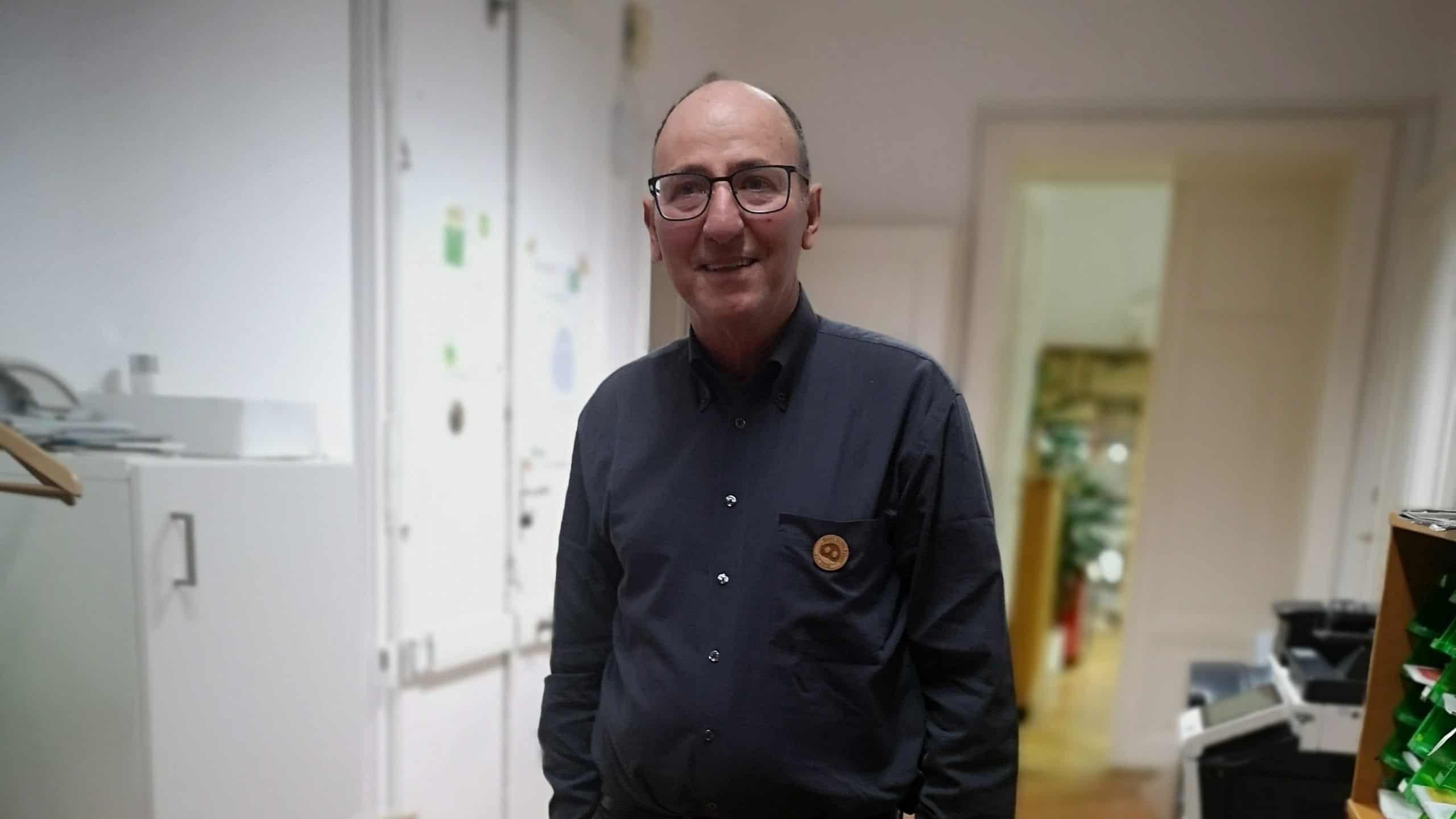 Urs Niggli im Gang des FiBL in Wien nach dem Podcast mit BauertothePeople