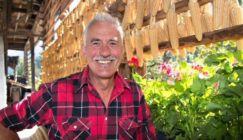 Sepp Brandstätter Portrait bei sich am Hof