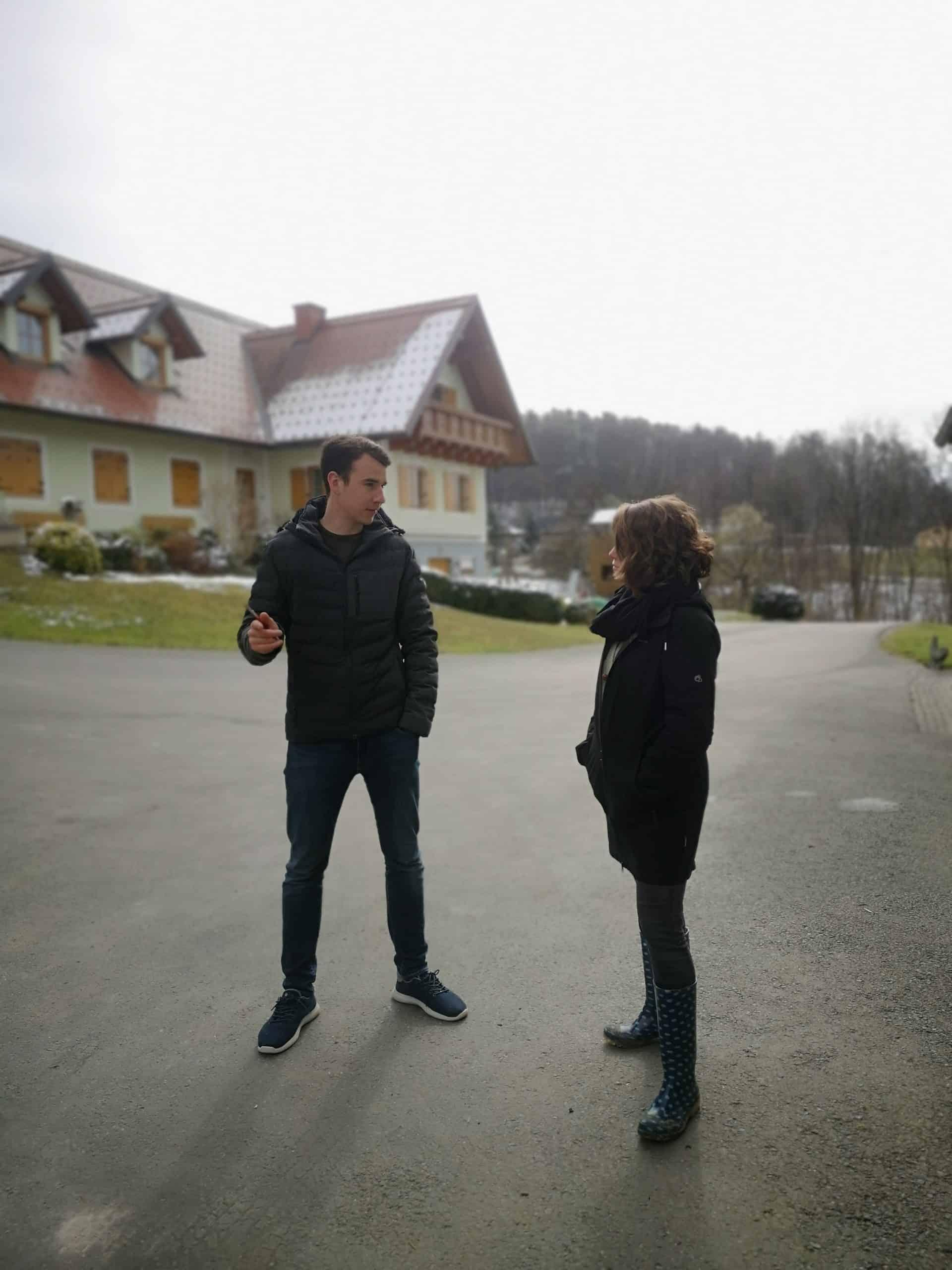 Hans-Peter Schlegl und Bianca Blasl beim Diskutieren